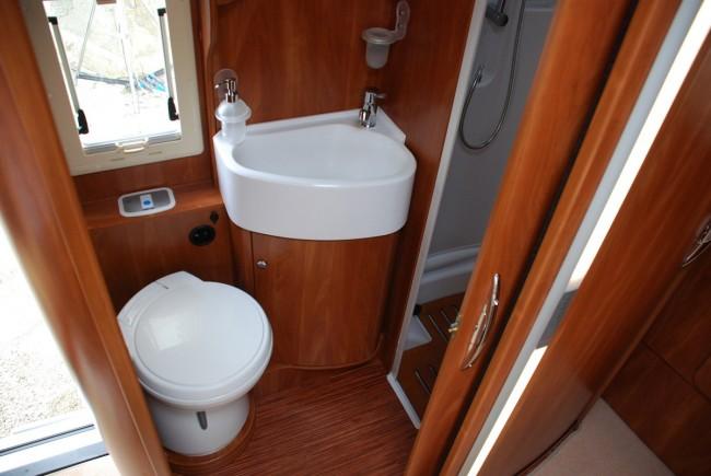 Klub miłośników turystyki kamperowej - CamperTeam :: Zobacz temat - Osobny prysznic? Po co?